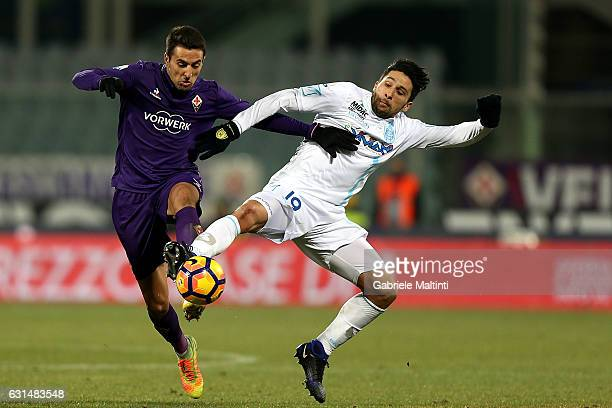 Matias Vecino of ACF Fiorentina fights for the ball with Lucas Castro of AC Chievo Verona during the TIM Cup match between ACF Fiorentina and AC...