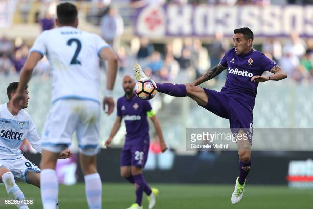 Matias Vecino of ACF Fiorentina in action during the Serie A match between ACF Fiorentina and SS Lazio at Stadio Artemio Franchi on May 13 2017 in...
