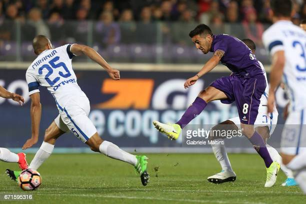 Matias Vecino of ACF Fiorentina scores a goal during the Serie A match between ACF Fiorentina v FC Internazionale at Stadio Artemio Franchi on April...