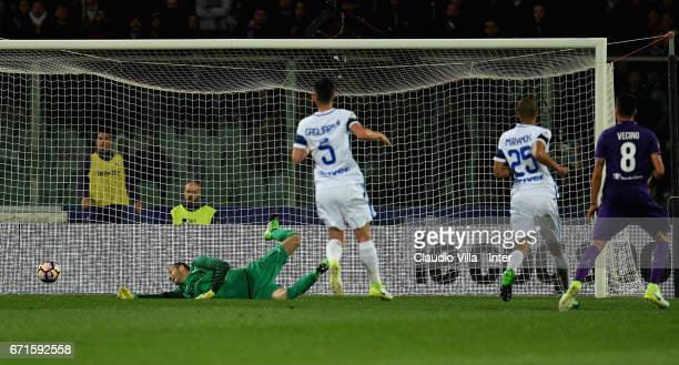 Matias Vecino of ACF Fiorentina scores the third during the Serie A match between ACF Fiorentina v FC Internazionale at Stadio Artemio Franchi on...