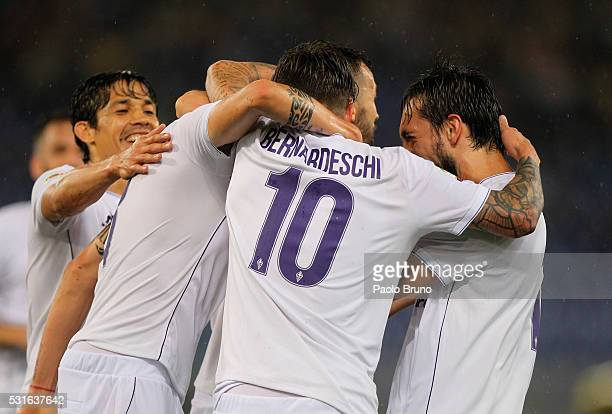 Matias Vecino with his teammates of ACF Fiorentina celebrates after scoring the team's first goal during the Serie A match between SS Lazio and ACF...