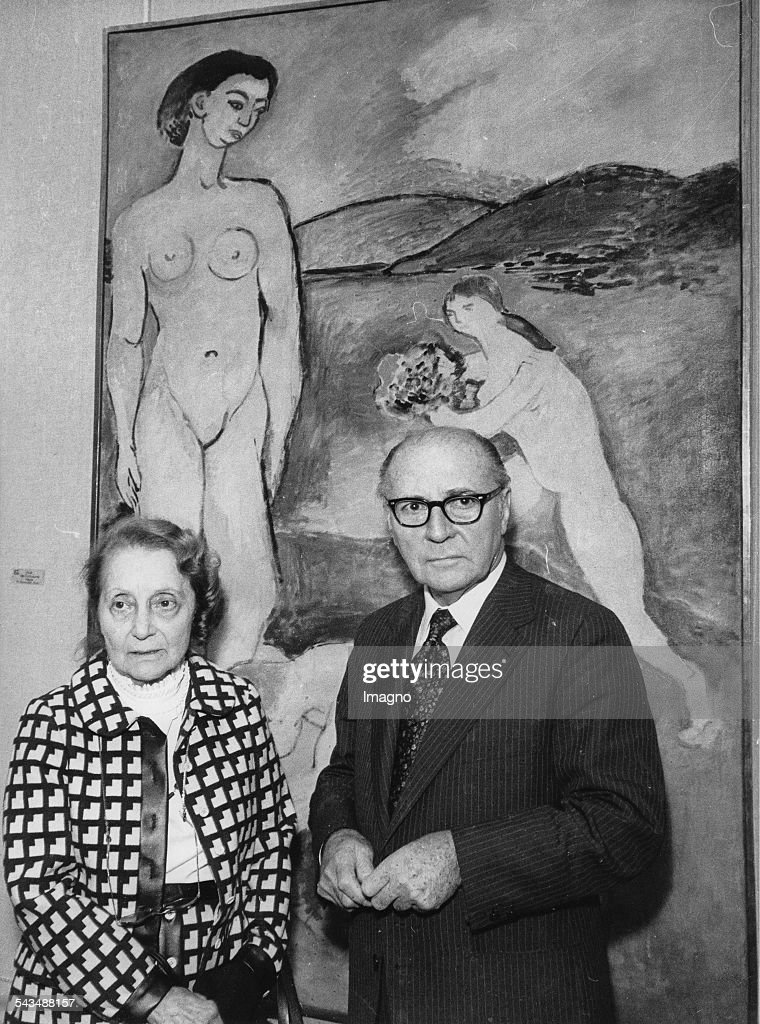Matisse exhibition in the Grand Palais in Paris. Daughter and son of the artist Marguerite Duthuit and Pierre Matisse in front of a picture. 1970. Photograph.