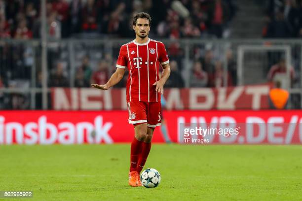 Mats Hummels of Bayern Muenchen controls the ball during the UEFA Champions League group B match between Bayern Muenchen and Celtic FC at Allianz...