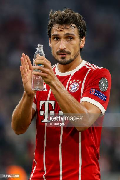Mats Hummels of Bayern Muenchen gestures during the UEFA Champions League group B match between Bayern Muenchen and Celtic FC at Allianz Arena on...