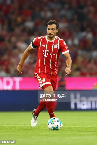 Mats Hummels of Bayern Muenchen runs with the ball during the Bundesliga match between FC Bayern Muenchen and Bayer 04 Leverkusen at Allianz Arena on...