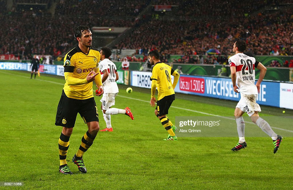 <a gi-track='captionPersonalityLinkClicked' href=/galleries/search?phrase=Mats+Hummels&family=editorial&specificpeople=595395 ng-click='$event.stopPropagation()'>Mats Hummels</a> of Borussia Dortmund removes a tennis ball thrown by Dortmund fans from the pitch during the DFB Cup Quarter Final match between VfB Stuttgart and Borussia Dortmund at Mercedes-Benz Arena on February 9, 2016 in Stuttgart, Germany.
