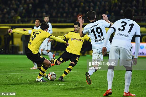 Mats Hummels of Borussia Dortmund scores their thrid goal during the Bundesliga match between Borussia Dortmund and Eintracht Frankfurt at Signal...