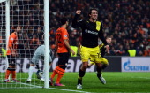 Mats Hummels of Dortmund celebrates after scoring his teams second goal during the UEFA Champions League Round of 16 first leg match between Shakhtar...