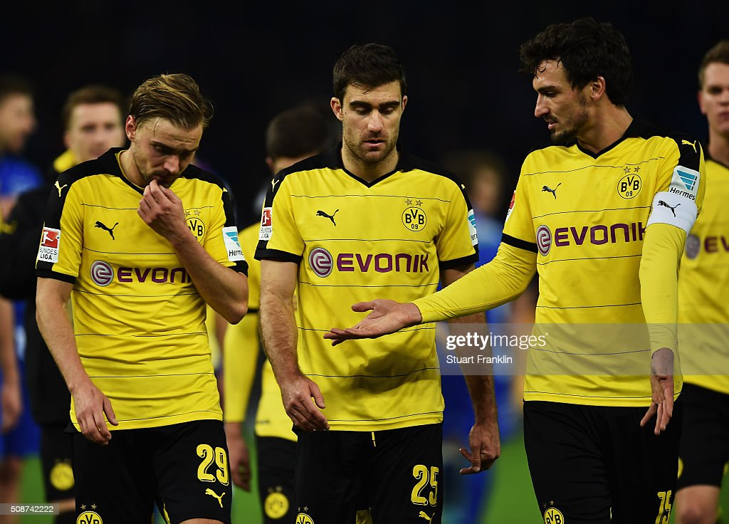 <a gi-track='captionPersonalityLinkClicked' href=/galleries/search?phrase=Mats+Hummels&family=editorial&specificpeople=595395 ng-click='$event.stopPropagation()'>Mats Hummels</a> of Dortmund gestures to <a gi-track='captionPersonalityLinkClicked' href=/galleries/search?phrase=Marcel+Schmelzer&family=editorial&specificpeople=5443925 ng-click='$event.stopPropagation()'>Marcel Schmelzer</a> and Sokratis during the Bundesliga match bewteen Hertha BSC and Borussia Dortmund at Olympiastadion on February 6, 2016 in Berlin, Germany.