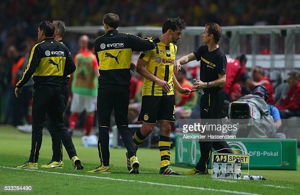 Mats Hummels of Dortmund leaves the pitch during the DFB Cup Final 2016 between Bayern Muenchen and Borussia Dortmund at Olympiastadion on May 21...