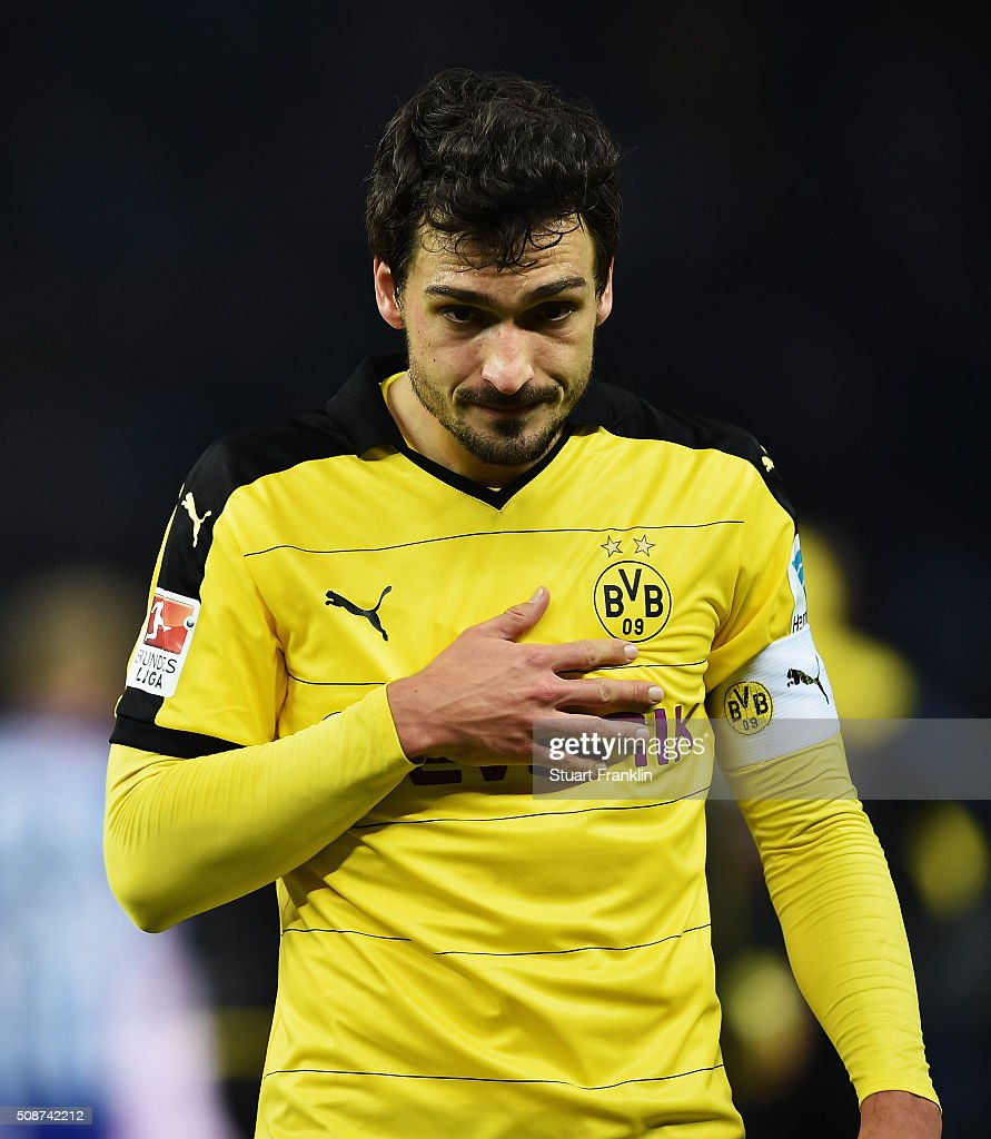 <a gi-track='captionPersonalityLinkClicked' href=/galleries/search?phrase=Mats+Hummels&family=editorial&specificpeople=595395 ng-click='$event.stopPropagation()'>Mats Hummels</a> of Dortmund looks unhappy during the Bundesliga match bewteen Hertha BSC and Borussia Dortmund at Olympiastadion on February 6, 2016 in Berlin, Germany.