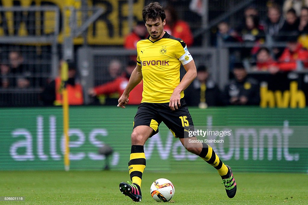 Mats Hummels of Dortmund runs with the ball during the Bundesliga match between Borussia Dortmund and VfL Wolfsburg at Signal Iduna Park on April 29, 2016 in Dortmund, Germany.