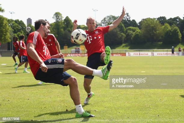 Mats Hummels of FC Bayern battles for the ball with his team mate Arjen Robben Muenchen during a training session at Saebener Strasse training ground...