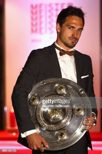 Mats Hummels of FC Bayern Muenche poses with the German Champiosnhip trophy prior to the FC Bayern Muenchen Championship party following the...