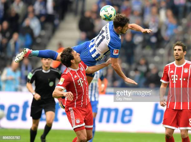 Mats Hummels of FC Bayern Muenchen and Mathew Leckie of Hertha BSC during the game between Hertha BSC and FC Bayern Muenchen on october 1 2017 in...