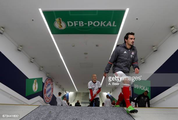Mats Hummels of FC Bayern Muenchen arrives at the players' tunnel before the DFB Cup semi final match between FC Bayern Muenchen and Borussia...