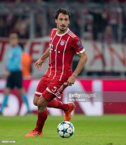 Mats Hummels of FC Bayern Muenchen runs with the ball during the UEFA Champions League group B match between Bayern Muenchen and Celtic FC at Allianz...