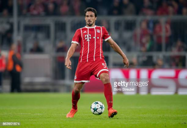 Mats Hummels of FC Bayern Muenchenruns with the ball during the UEFA Champions League group B match between Bayern Muenchen and Celtic FC at Allianz...