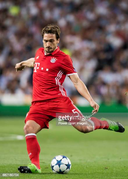 Mats Hummels of FC Bayern Munich in action during their 201617 UEFA Champions League Quarterfinals second leg match between Real Madrid and FC Bayern...
