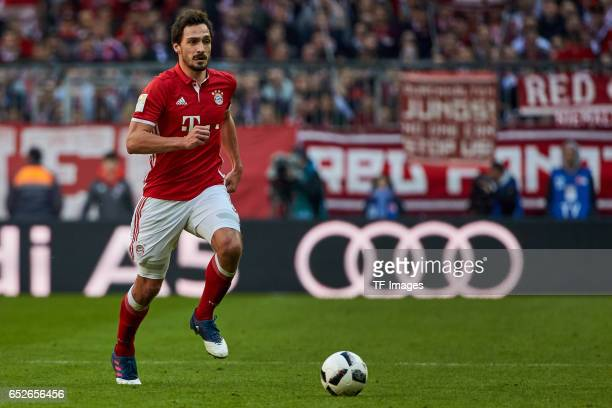Mats Hummels of Muenchen controls the ball during the Bundesliga match between Bayern Muenchen and Eintracht Frankfurt at Allianz Arena on March 11...