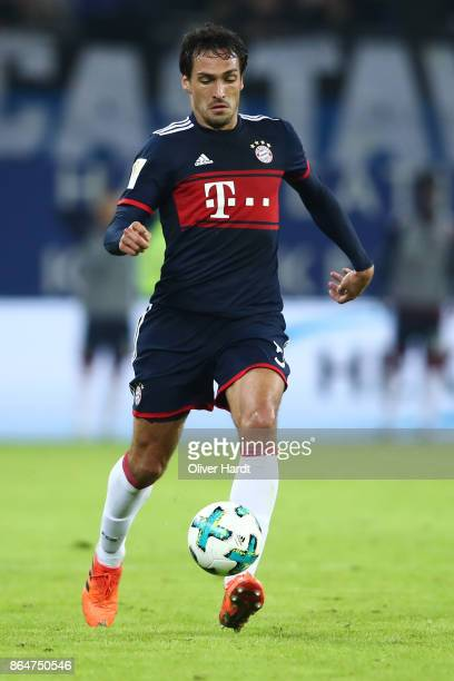Mats Hummels of Muenchen in action during the Bundesliga match between Hamburger SV and FC Bayern Muenchen at Volksparkstadion on October 21 2017 in...