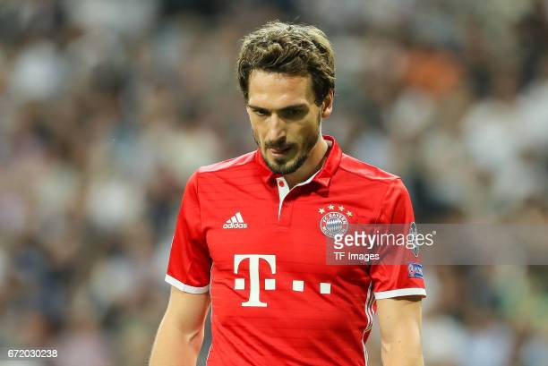 Mats Hummels of Munich controls the ball during the UEFA Champions League Quarter Final second leg match between Real Madrid CF and FC Bayern...