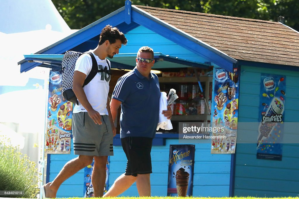 <a gi-track='captionPersonalityLinkClicked' href=/galleries/search?phrase=Mats+Hummels&family=editorial&specificpeople=595395 ng-click='$event.stopPropagation()'>Mats Hummels</a> (L) of team Germany visit the public Evian swimming pool on June 28, 2016 in Evian-les-Bains, France.