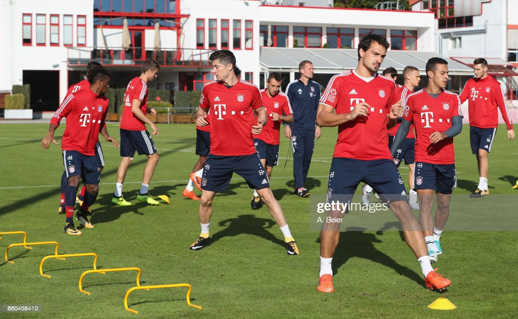 Mats Hummels (5thR), Robert Lewandowski (3rdL) and teammates of FC Bayern Muenchen warm up during a training session at the Saebener Strasse training ground on October 12, 2017 in Munich, Germany.