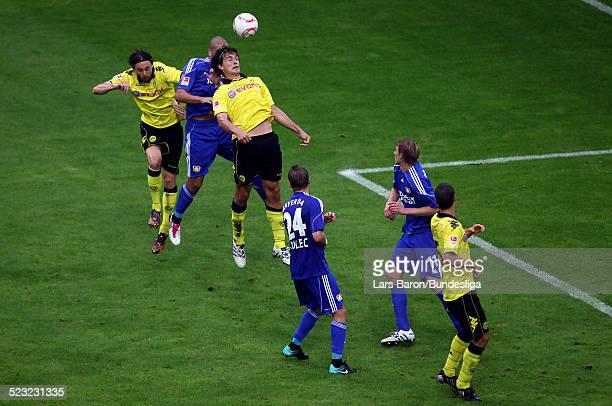Mats Hummels von Dortmund springt hoch zu einem Kopfball waehrend des Bundesligaspiels zwischen Borussia Dortmund und Bayer 04 Leverkusen im Signal...