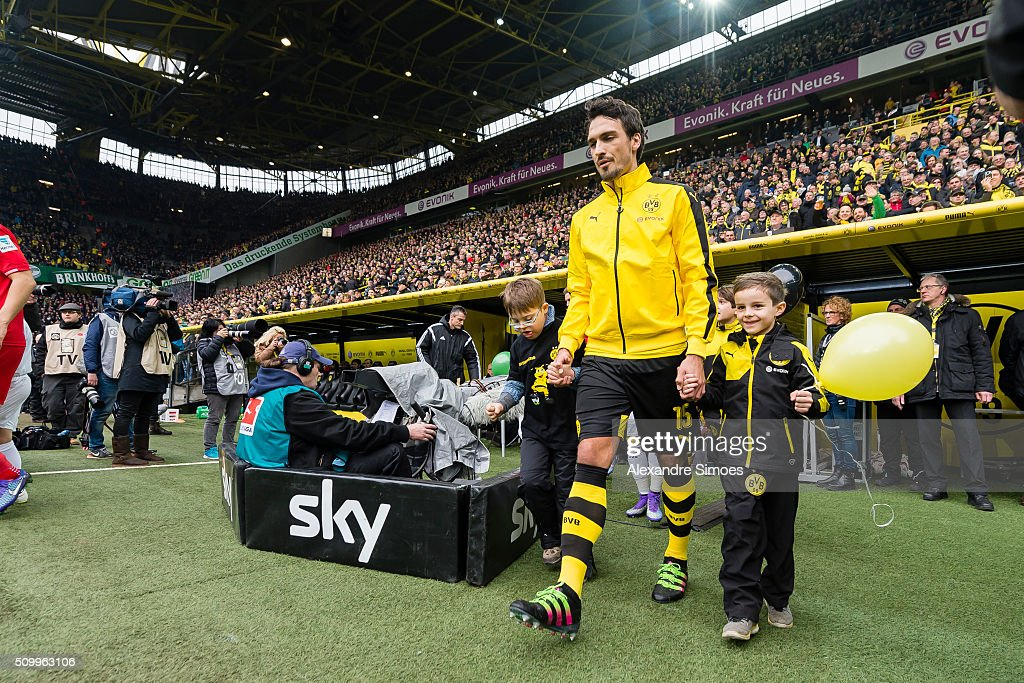 Mats Julian Hummels of Borussia Dortmund on his way to the green prior to the Bundesliga match between Borussia Dortmund and Hannover 96 at Signal Iduna Park on February 13, 2016 in Dortmund, Germany.