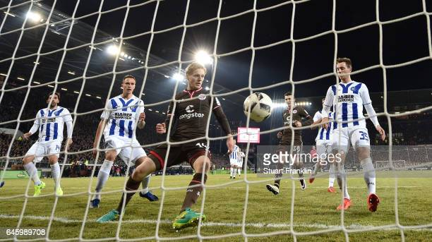 Mats M¿ller Daehli of St Pauli scores his goal during the Second Bundesliga match between FC St Pauli and Karlsruher SC at Millerntor Stadium on...
