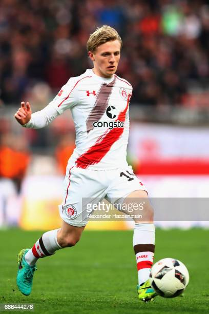 Mats Moeller Daehli of St Pauli runs with the ball during the Second Bundesliga match between 1 FC Nuernberg and FC St Pauli at Arena Nuernberg on...