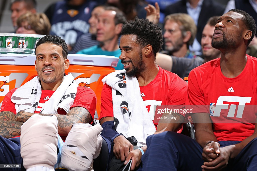 <a gi-track='captionPersonalityLinkClicked' href=/galleries/search?phrase=Matt+Barnes+-+Joueur+de+basketball&family=editorial&specificpeople=202880 ng-click='$event.stopPropagation()'>Matt Barnes</a> #22, <a gi-track='captionPersonalityLinkClicked' href=/galleries/search?phrase=Mario+Chalmers&family=editorial&specificpeople=802115 ng-click='$event.stopPropagation()'>Mario Chalmers</a> #6 and <a gi-track='captionPersonalityLinkClicked' href=/galleries/search?phrase=Jeff+Green+-+Basketball&family=editorial&specificpeople=4218745 ng-click='$event.stopPropagation()'>Jeff Green</a> #32 of the Memphis Grizzlies sit on the bench during the game against the Denver Nuggets on January 21, 2016 at the Pepsi Center in Denver, Colorado.