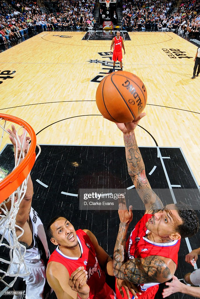 <a gi-track='captionPersonalityLinkClicked' href=/galleries/search?phrase=Matt+Barnes+-+Jugador+de+baloncesto&family=editorial&specificpeople=202880 ng-click='$event.stopPropagation()'>Matt Barnes</a> #22 of the Los Angeles Clippers shoots against the San Antonio Spurs on November 19, 2012 at the AT&T Center in San Antonio, Texas.