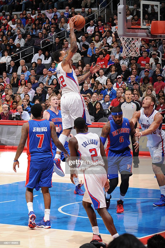 Matt Barnes #22 of the Los Angeles Clippers shoots during a game against the Detroit Pistons at STAPLES Center on March 22, 2014 in Los Angeles, California.
