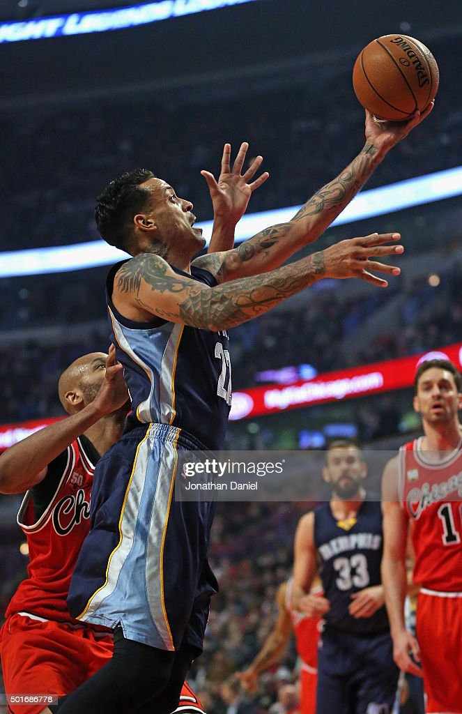 Matt Barnes #22 of the Memphis Grizzlies goes up for a shot past Taj Gibson #22 of the Chicago Bulls at the United Center on December 16, 2015 in Chicago, Illinois.