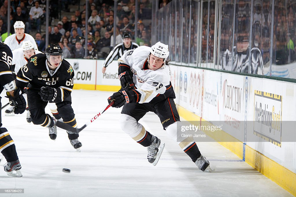 <a gi-track='captionPersonalityLinkClicked' href=/galleries/search?phrase=Matt+Beleskey&family=editorial&specificpeople=570471 ng-click='$event.stopPropagation()'>Matt Beleskey</a> #39 of the Anaheim Ducks makes a pass to a teammate against <a gi-track='captionPersonalityLinkClicked' href=/galleries/search?phrase=Antoine+Roussel&family=editorial&specificpeople=4202700 ng-click='$event.stopPropagation()'>Antoine Roussel</a> #60 of the Dallas Stars at the American Airlines Center on March 14, 2013 in Dallas, Texas.