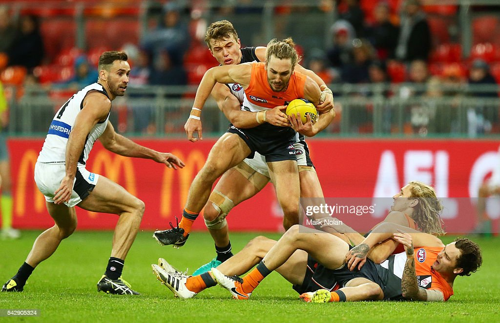 Matt Buntine of the Giants in action during the round 14 AFL match between the Greater Western Sydney Giants and the Carlton Blues at Spotless Stadium on June 25, 2016 in Sydney, Australia.