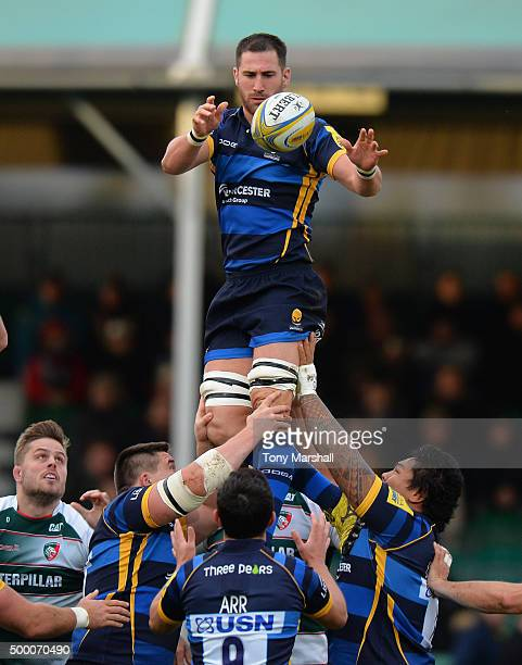 Matt Cox of Worcester Warriors collects the ball in the line out during the Aviva Premiership match between Worcester Warriors and Leicester Tigers...
