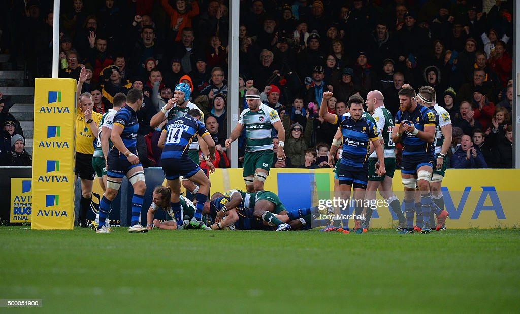 Matt Cox of Worcester Warriors dives over to score a try during the Aviva Premiership match between Worcester Warriors and Leicester Tigers at...