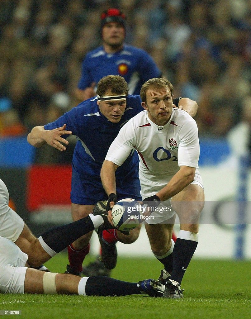 Matt Dawson of England passes the ball out of the ruck during the RBS Six Nations match between France and England at Stade de France on March 27...