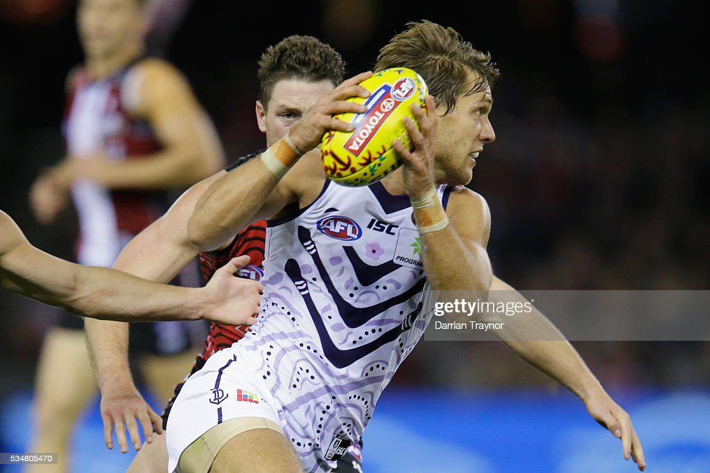 Matt de Boer of the Dockers evades Jack Steven of the Saints during the round 10 AFL match between the St Kilda Saints and the Fremantle Dockers at Etihad Stadium on May 28, 2016 in Melbourne, Australia.