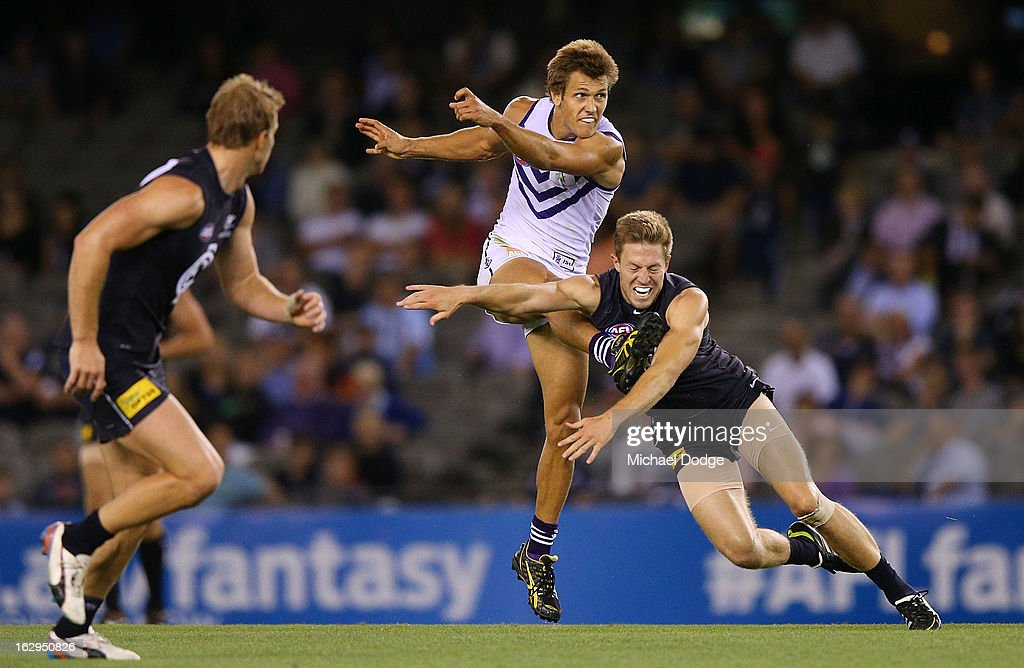 Matt de Boer of the Fremantle Dockers kicks the ball past Jeremy Laidler of the Carlton Blues during the round two AFL NAB Cup match between the Carlton Blues and the Fremantle Dockers at Etihad Stadium on March 2, 2013 in Melbourne, Australia.