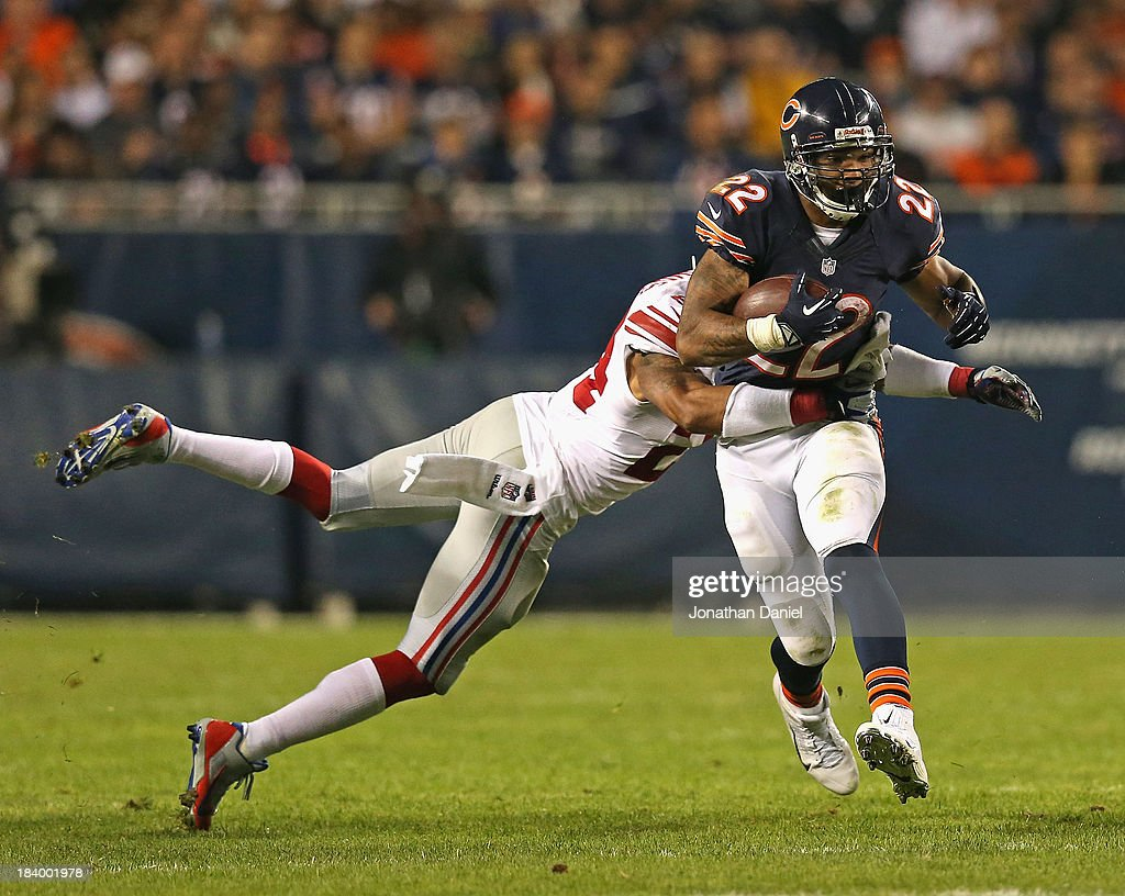 <a gi-track='captionPersonalityLinkClicked' href=/galleries/search?phrase=Matt+Forte&family=editorial&specificpeople=2246847 ng-click='$event.stopPropagation()'>Matt Forte</a> #22 of the Chicago Bears breaks away from <a gi-track='captionPersonalityLinkClicked' href=/galleries/search?phrase=Terrell+Thomas&family=editorial&specificpeople=2287999 ng-click='$event.stopPropagation()'>Terrell Thomas</a> #24 of the New York Giants at Soldier Field on October 10, 2013 in Chicago, Illinois. The Bears defeated the Giants 27-21.