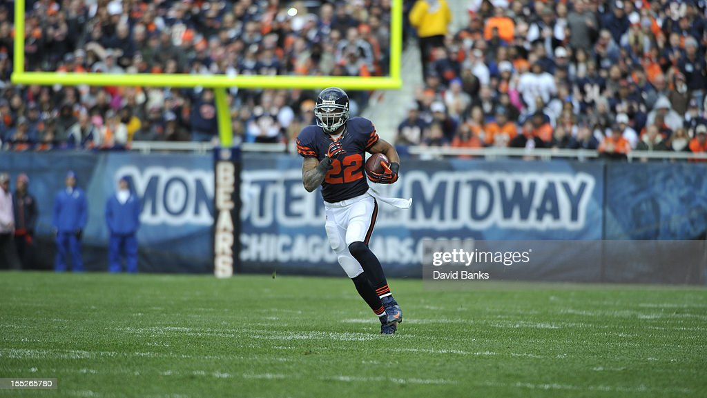 <a gi-track='captionPersonalityLinkClicked' href=/galleries/search?phrase=Matt+Forte&family=editorial&specificpeople=2246847 ng-click='$event.stopPropagation()'>Matt Forte</a> #22 of the Chicago Bears runs against the Carolina Panthers on October 28, 2012 at Soldier Field in Chicago, Illinois.