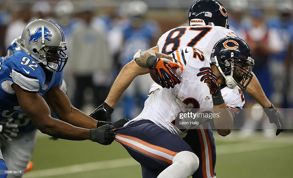 Matt Forte #22 of the Chicago Bears runs for a short gain during the fourth quarter as Cliff Avril #92 of the Detroit Lions attempts to make the stop during the game at Ford Field on December 30, 2012 in Detroit, Michigan. The Bears defeted the Lions 26-24.