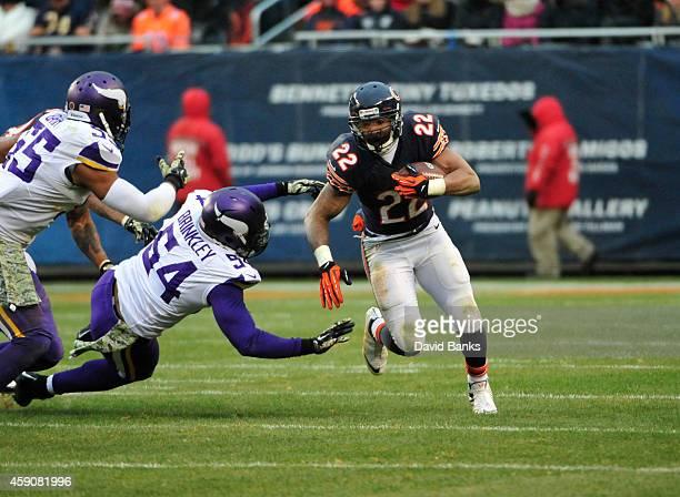 Matt Forte of the Chicago Bears runs past Jasper Brinkley of the Minnesota Vikings during the third quarter on November 16 2014 at Soldier Field in...