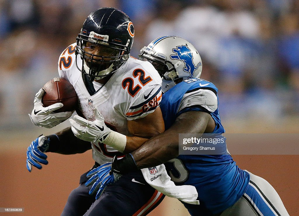 <a gi-track='captionPersonalityLinkClicked' href=/galleries/search?phrase=Matt+Forte&family=editorial&specificpeople=2246847 ng-click='$event.stopPropagation()'>Matt Forte</a> #22 of the Chicago Bears tries to escape the tackle of Stephen Tulloch #55 of the Detroit Lions during the fourth quarter at Ford Field on September 29, 2013 in Detroit, Michigan. Detroit won the game 40-32.