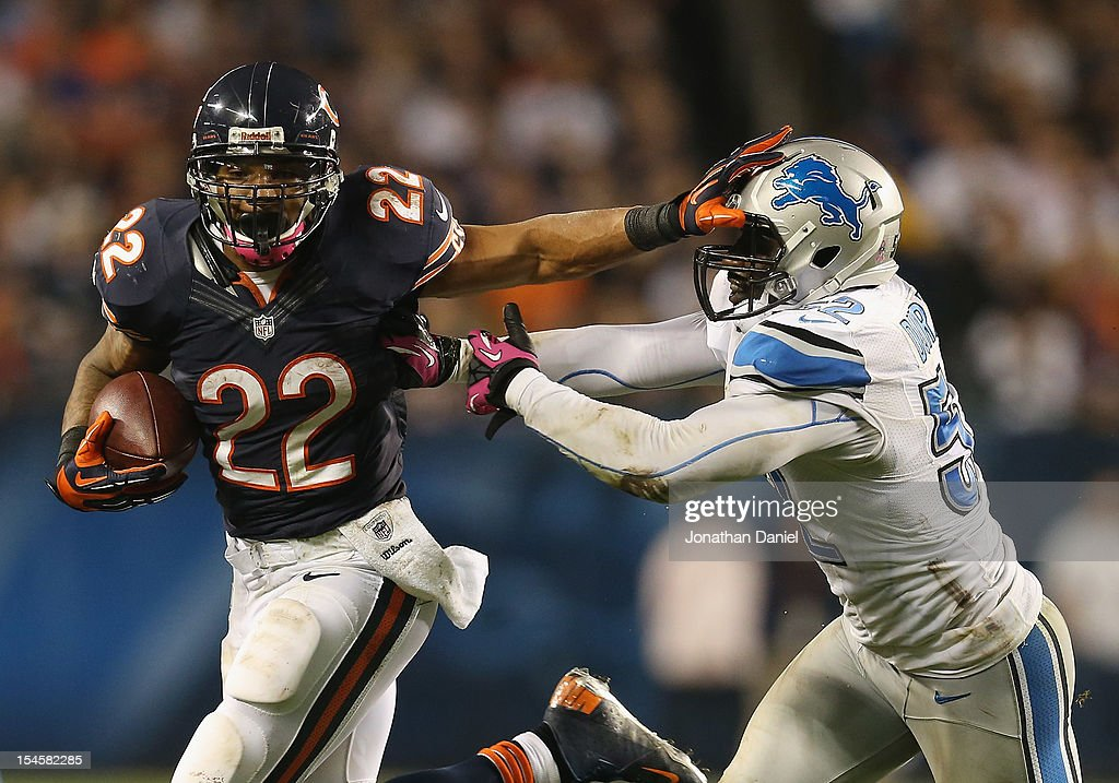 <a gi-track='captionPersonalityLinkClicked' href=/galleries/search?phrase=Matt+Forte&family=editorial&specificpeople=2246847 ng-click='$event.stopPropagation()'>Matt Forte</a> #22 of the Chicago Bears tries to hold off Justin Durant #52 of the Detroit Lions at Soldier Field on October 22, 2012 in Chicago, Illinois.