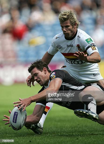 Matt Gidley of St Helens battles for posession with Glenn Morrison of Bradford Bulls during the Carnegie Challenge Cup SemFinal match between St...